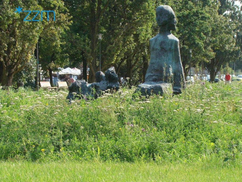 Zdjęcie Skweru Sprawiedliwych Wśród Narodów Świata (link otworzy duże zdjęcie)