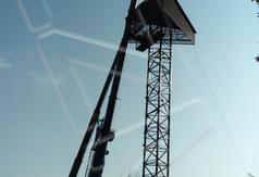 pobierz zdjęcie przedstawiające budowę wieży na terenie Glinianek - Szacht